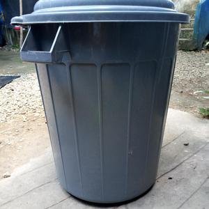 Tanque Plástico con Tapa de 120 Litros