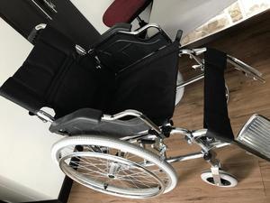 Se vende silla de ruedas nueva