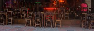juegos de mesas y sus sillas de madera