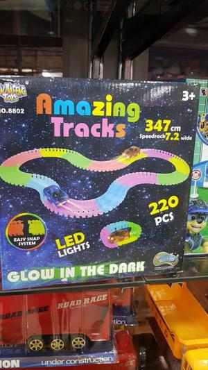 pista amazing tracks ilumina en la oscuridad