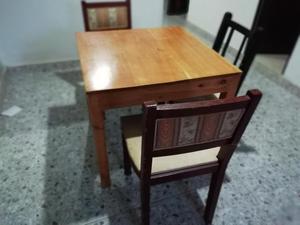 Mesa de Madera y tres sillas