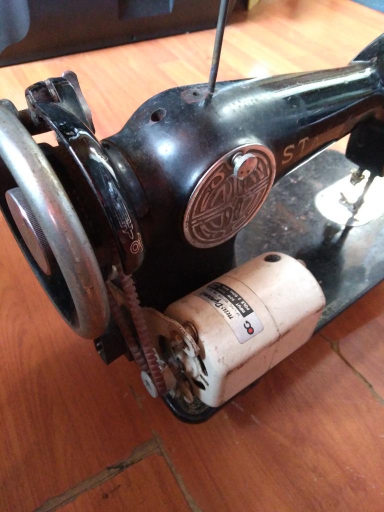 Maquina de Coser Antigua, Vintage