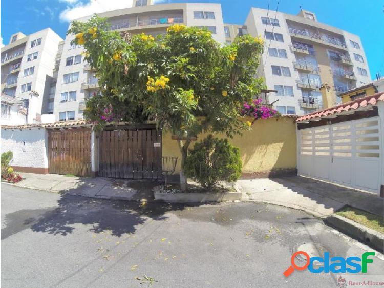 Casa en Villa del Prado mls18-657DC