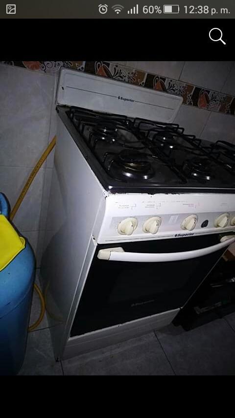 Vendo estufa 4 fogones con horno