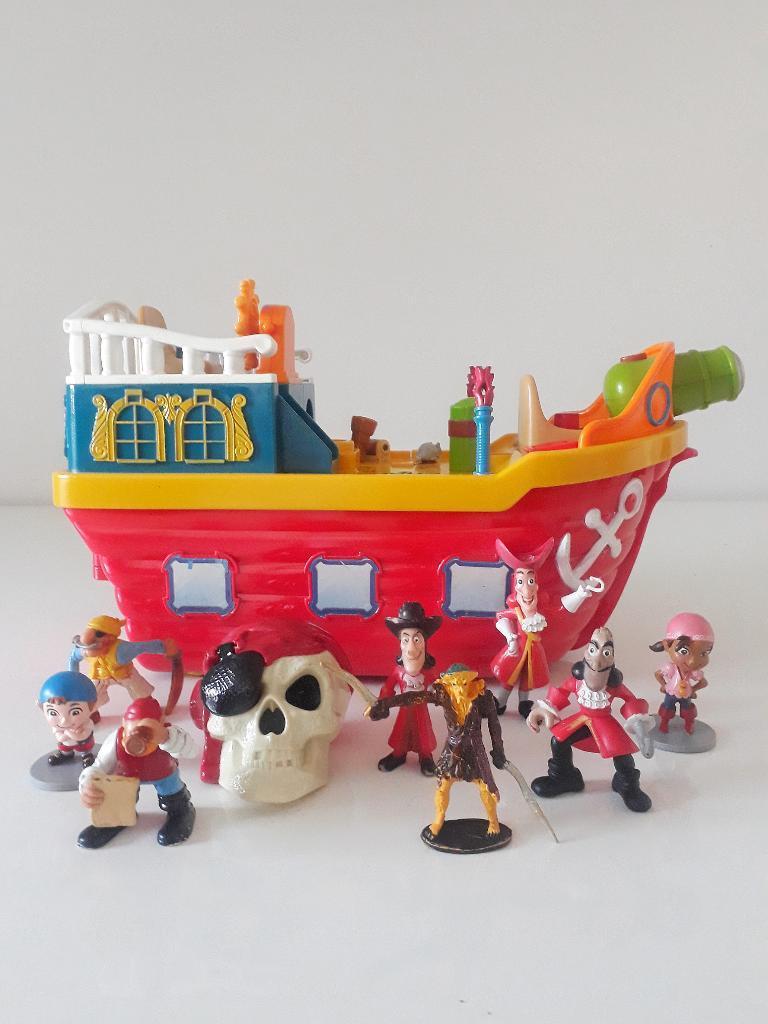 Barco con Luces Y Sonidos. Calavera Y..