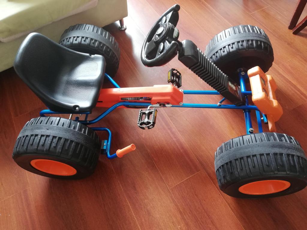 Vendo carro Monster de pedal como nuevo