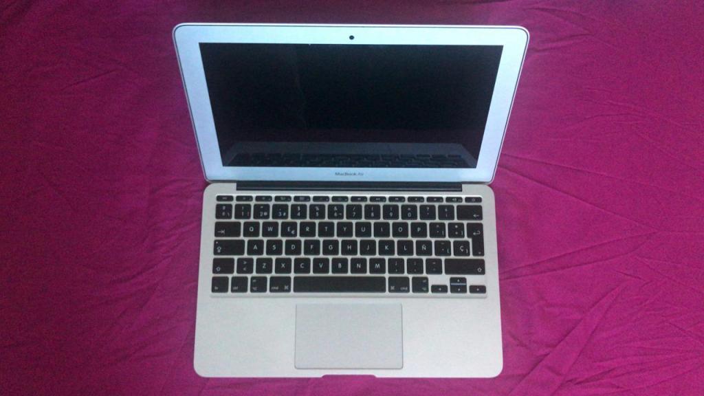 Macbook Air 11 A Intel Corei5 1.7GHz 4GB RAM Mid