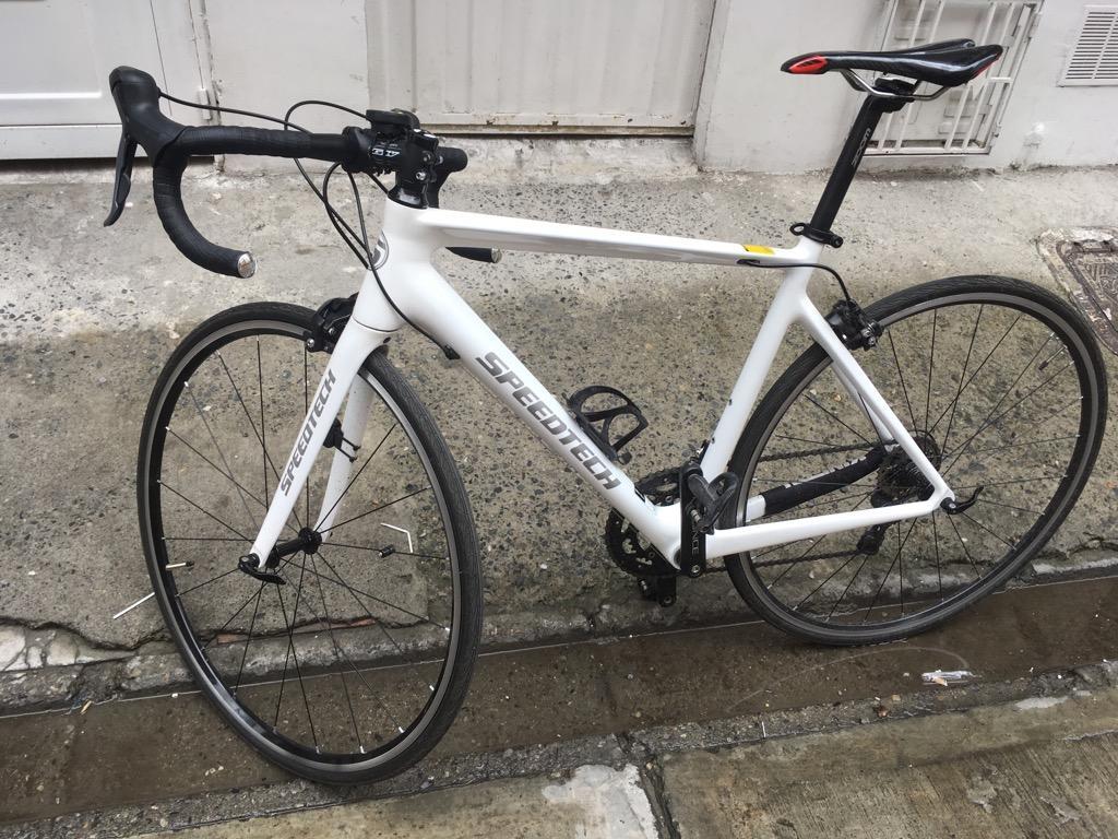 Bicicleta de Ruta en Fibra de Carbono