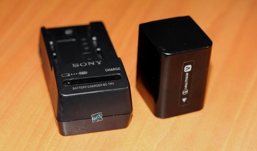 Batería SONY NP FV70 y cargador SONY BC TRV, en perfecto