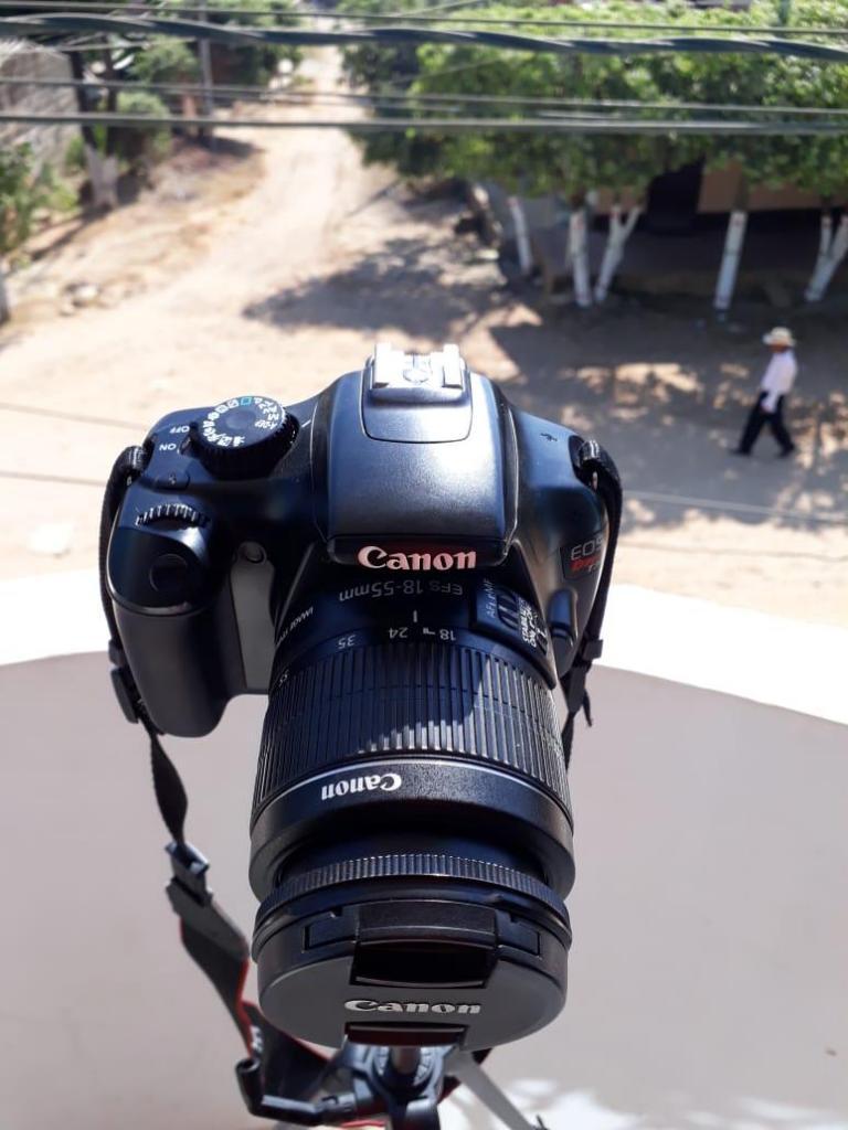Vendo cámara Canon EOS Rebel T3