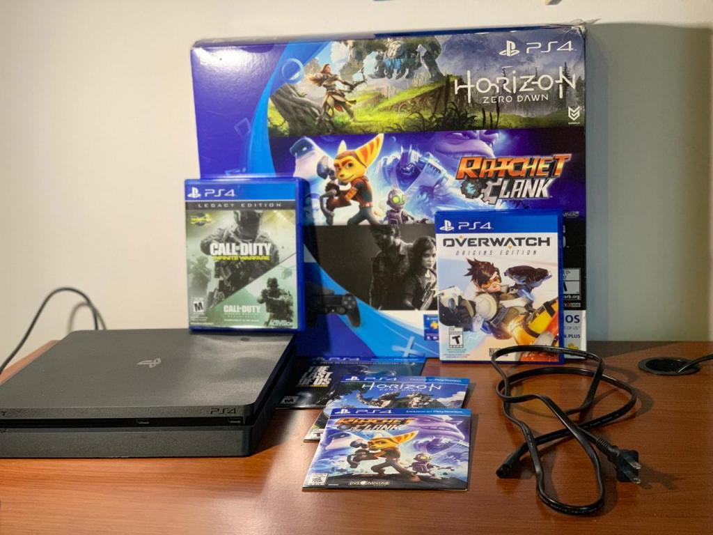 Play Station 4 Slim 500 GB y cinco juegos para venta