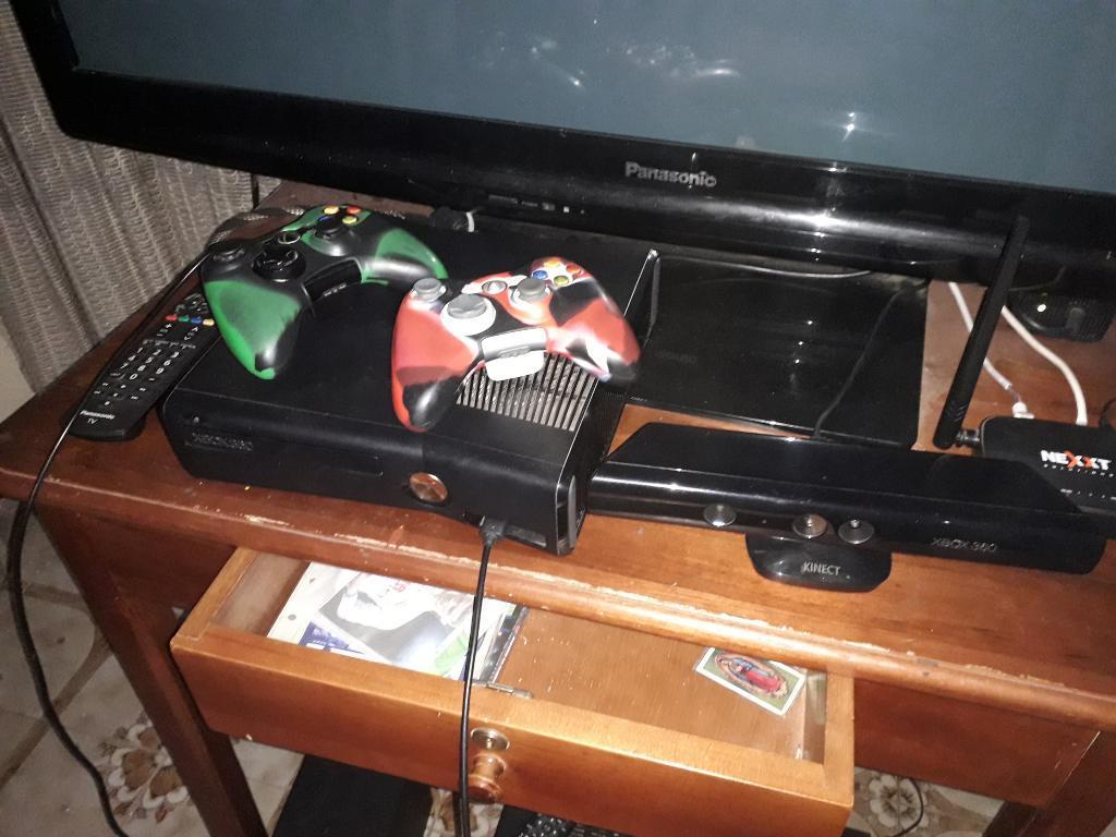 Xbox 360 S con Kinect, Dos Controles