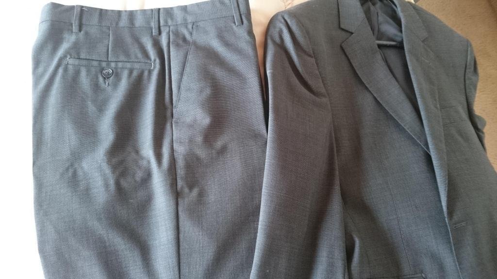 Saco y pantalon formal marca Cerruti sin usar en talla 38 R.