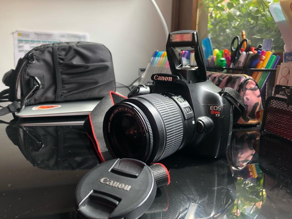 Camara Canon T3 con Estuche