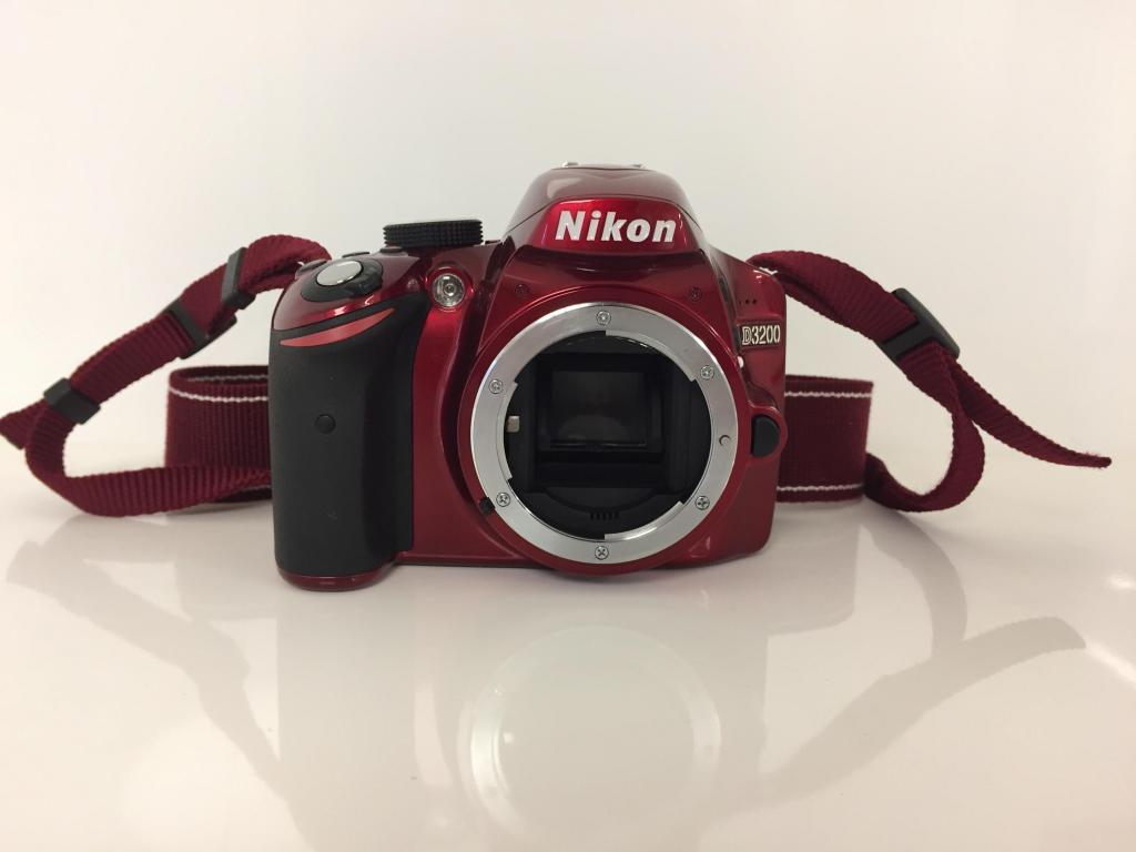 Camara Nikon D en perfecto estado con accesorios Nikon