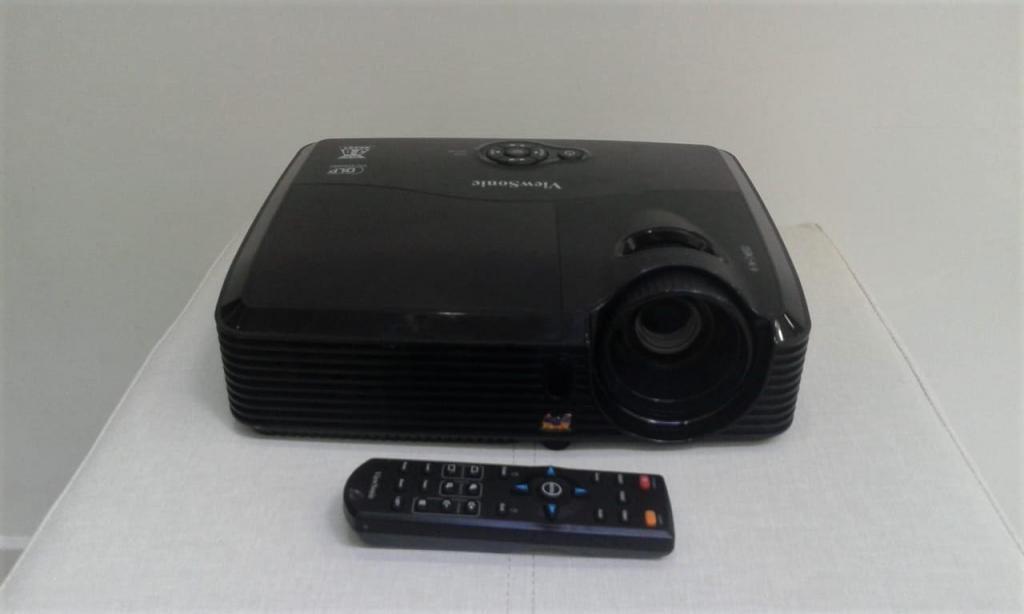 PROYECTOR DE VIDEO VIEWSONIC  LUMENS CON HDMI EXCELENTE