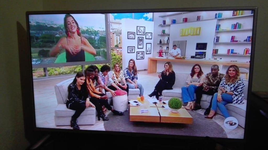 SE VENDE TV LG DE 42 PULGADAS SMART TV. COMO NUEVO