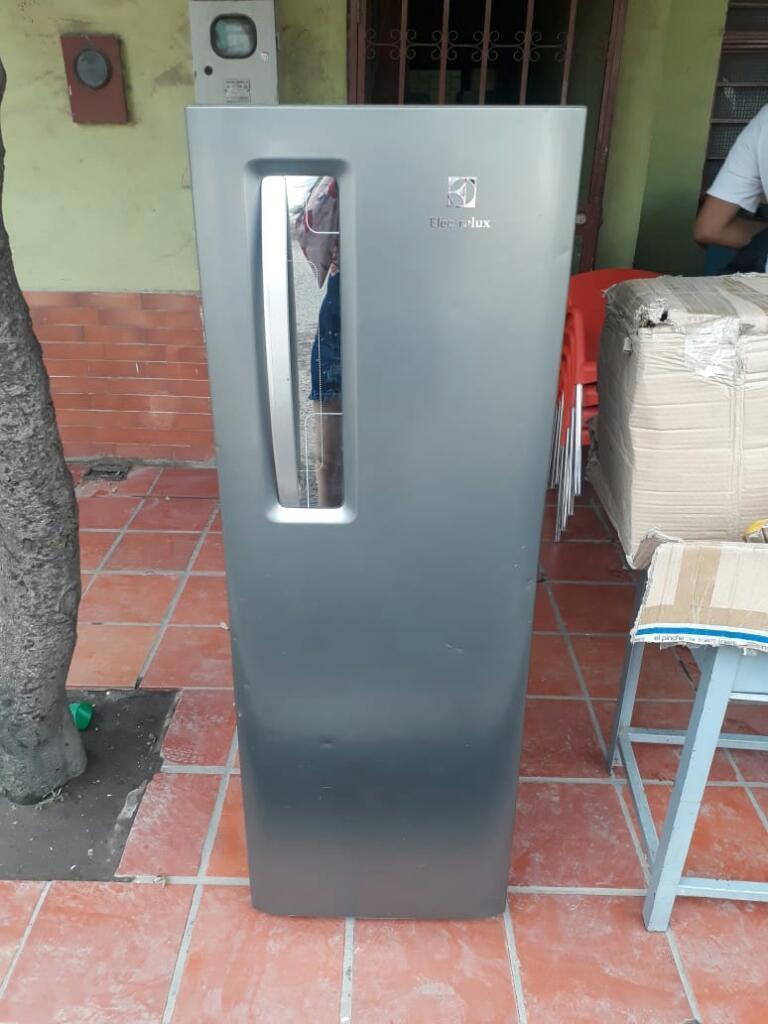 Vendo Congelador Vertical Un Mes de Uso