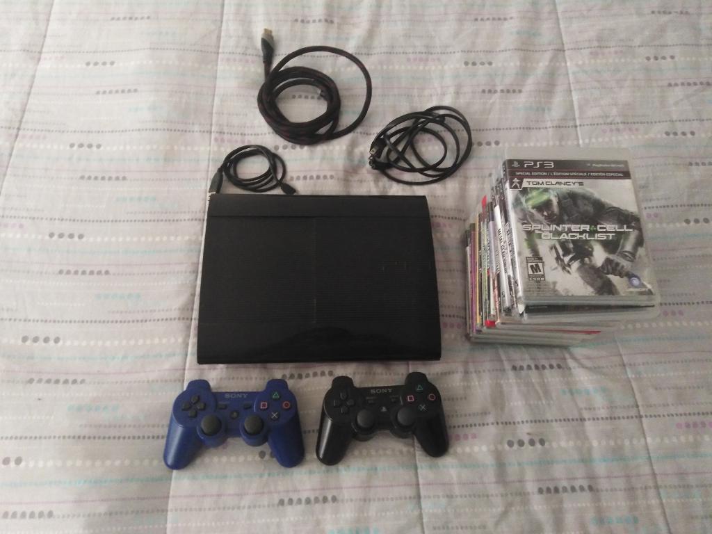 Play Station 3 con 2 Controles 14 Juegos