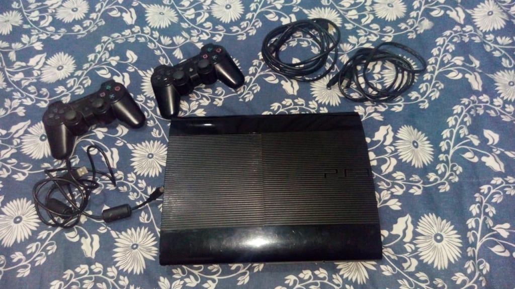Ps3 usado 250 gb con dos controles y 9 juegos originales