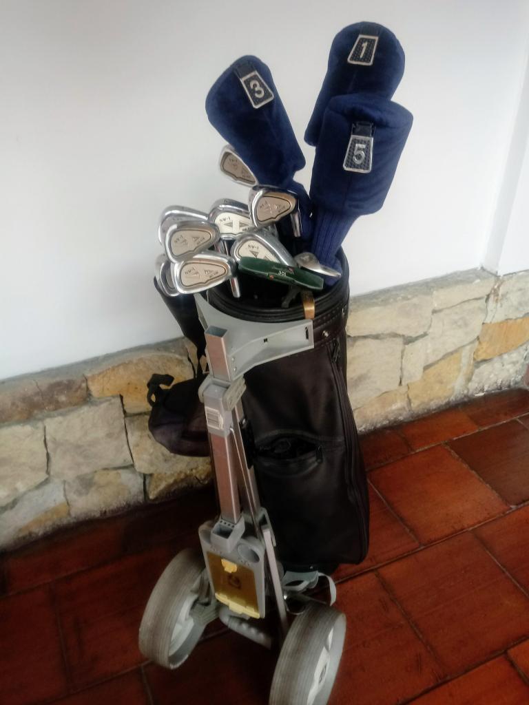 COMBO,Juego de Palos para Golf, con carrito y estuche.