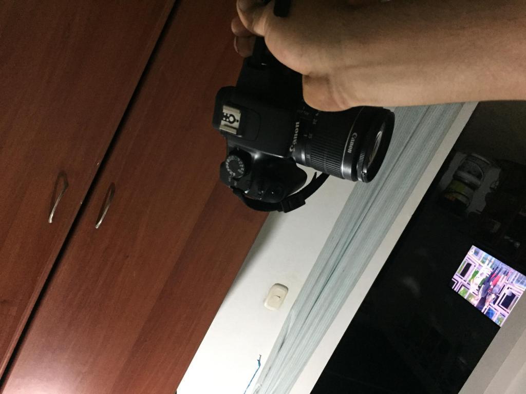 Camara canon t3 Como nueva cargador orijinal discoss