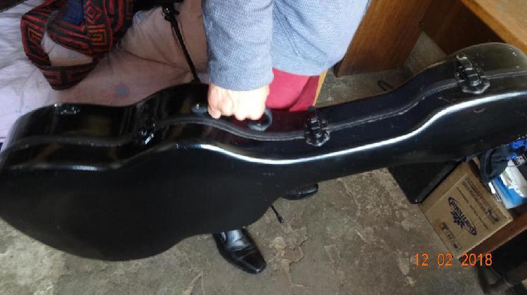 Estuche duro para guitarra acústica en fibra de carbono
