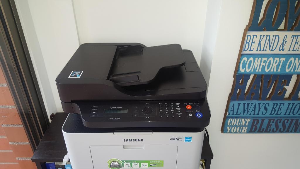 Se vende impresora blanco y negro samsung