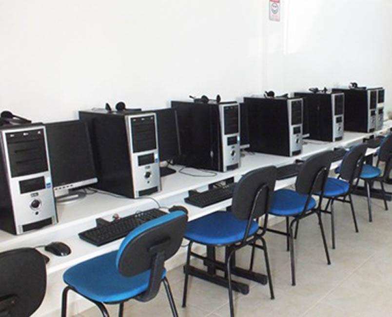 VENDO 5 COMPUTADORES MESA CORPORATIVOS COMPLETOS MUY BUEN