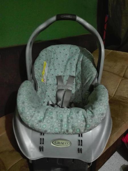 Sillabase cargador de bebé para carro marca GRACO