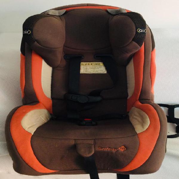 Vendo silla para carro infantil marca safety. En buen estado