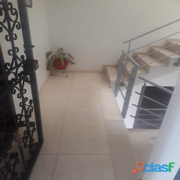 Se vende excelente apartamento sector Paraná