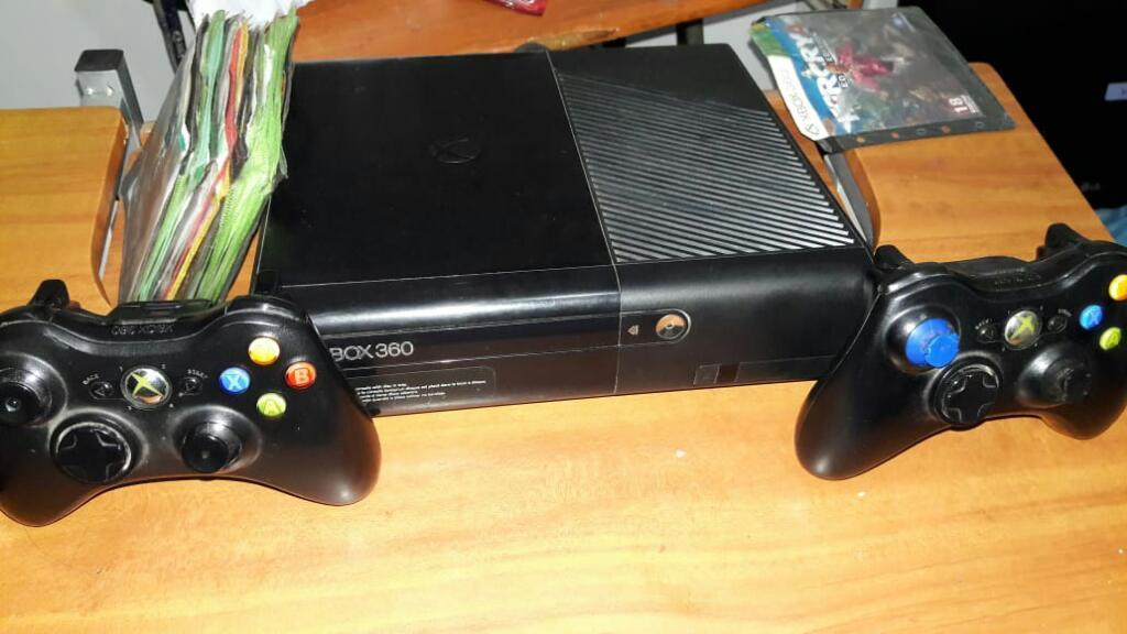 Xbox 360 con Dos Controles Originales