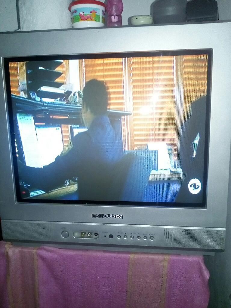 Tv de 21 con Control en Buen Estado