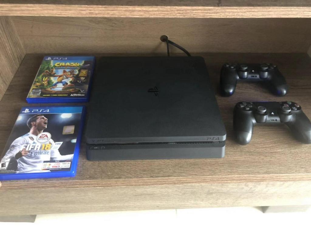 Play station 4 slim 500g, 2 controles originales, 2 juegos y