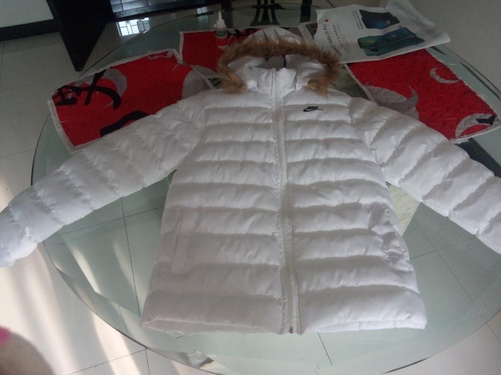 Vendo Chaqueta Nike Blanca