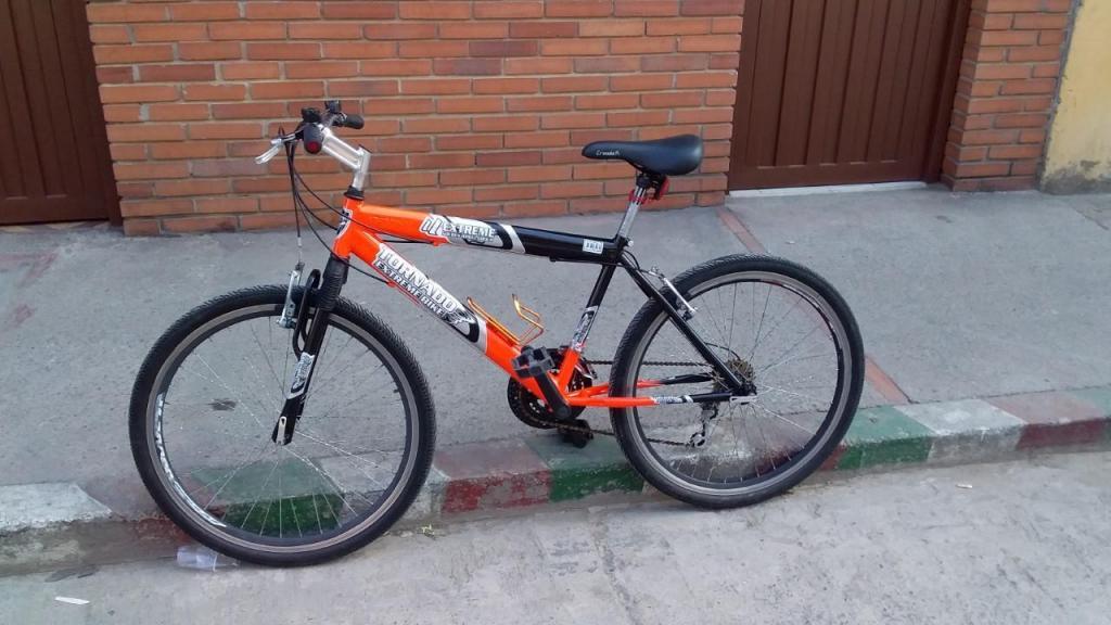 Se vende hermosa bicicleta todo terreno $ rin 26 cel