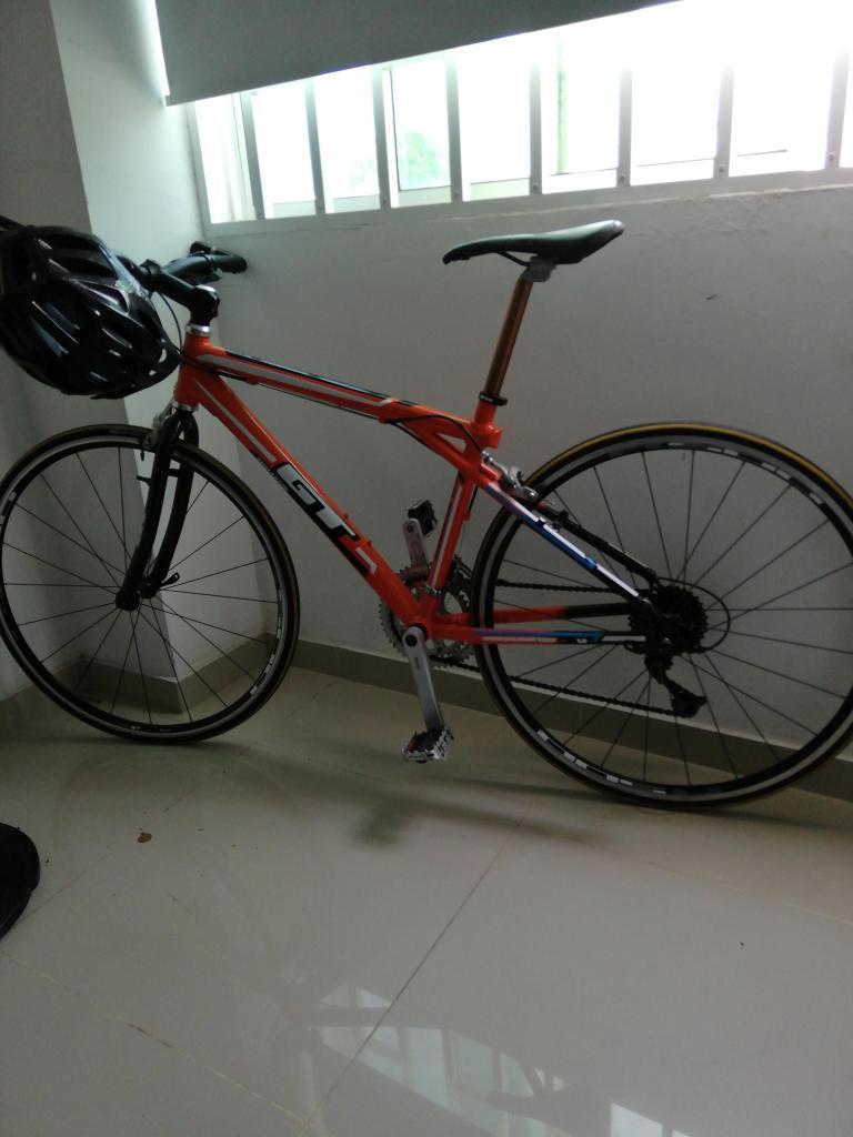 Vendo bicicleta gt semi carrera hbrida rines r500 pedales