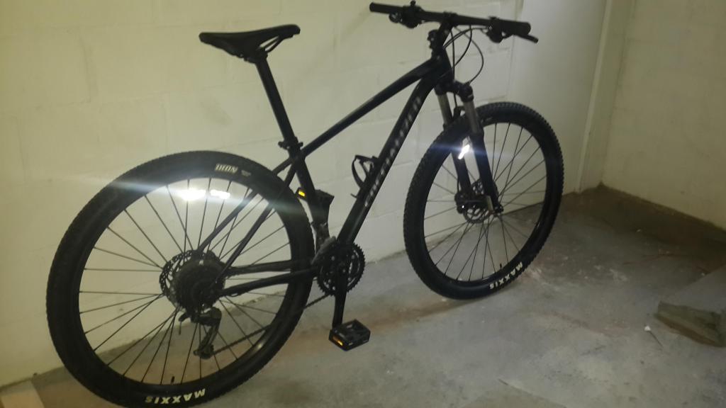 vendo a buen precio bicicleta todo terreno con muy poco uso