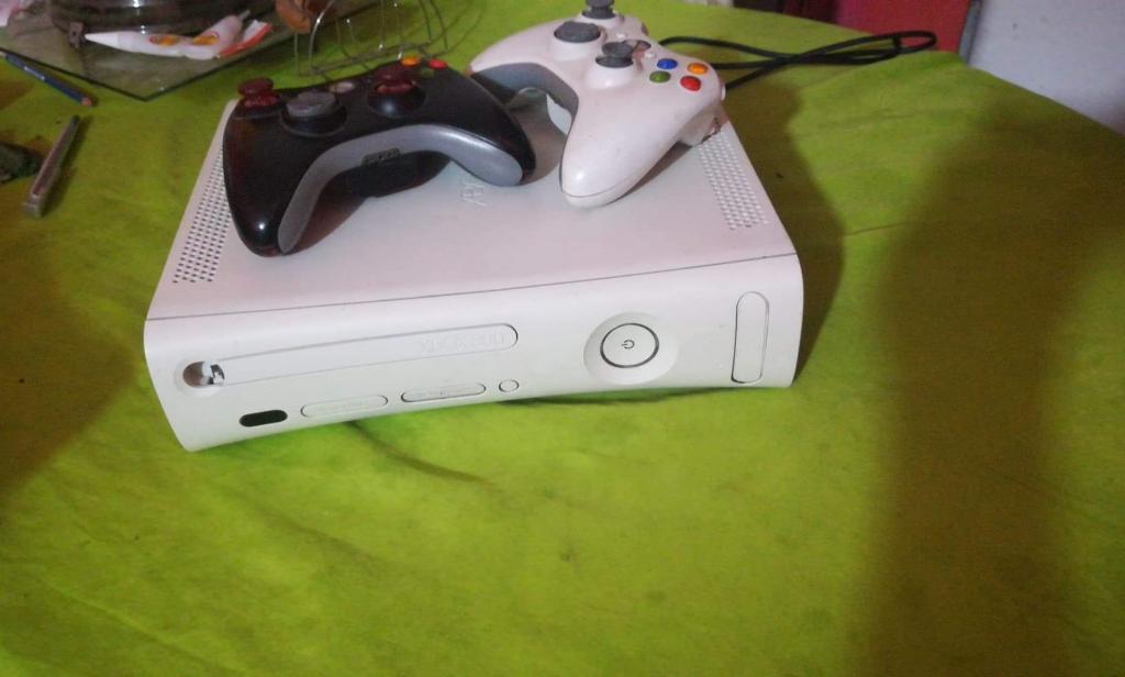 Vendo Xbox 360 con Mas de 20 Juegos