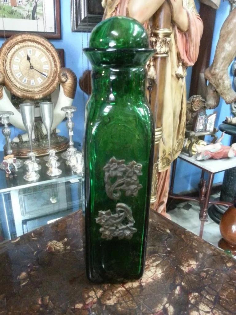 Licorera Antigua En Cristal Verde Y Bronce Francesa
