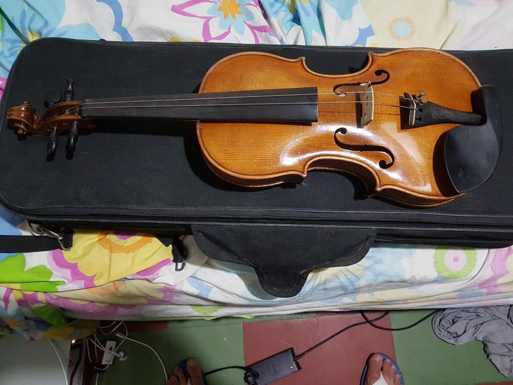 Se vende violin 4/4 de 80 años, europeo