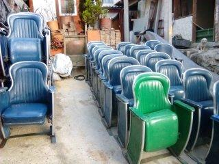 Vendo sillas antiguas de teatro o cine vintage