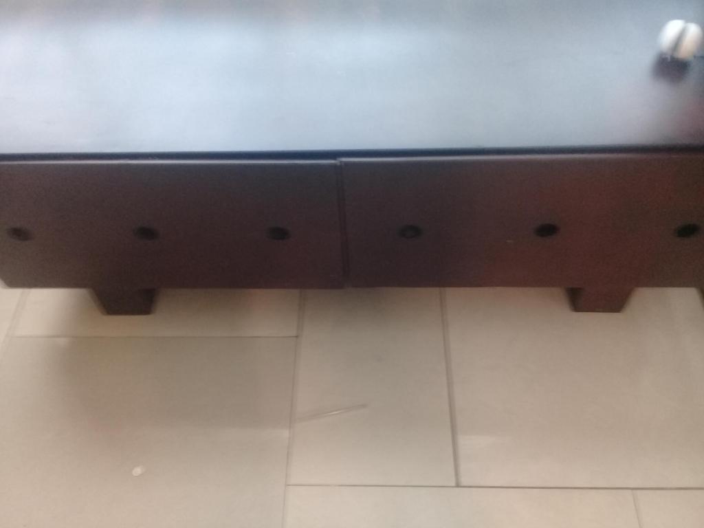 Mueble para televisor con cajones