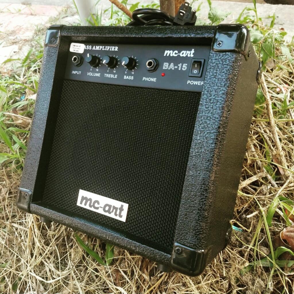 Amplificador de bajo Marca Mcart.