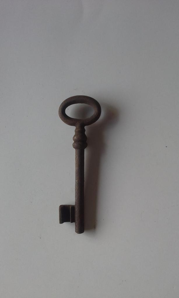 Llave hermosa y antigua de hierro forjado 12.0 cm