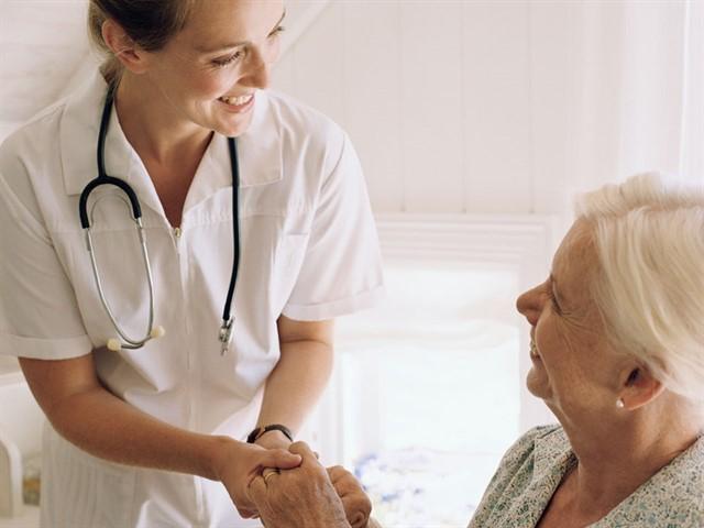 Auxiliares de Enfermeria Cuidadores Adulto Mayor