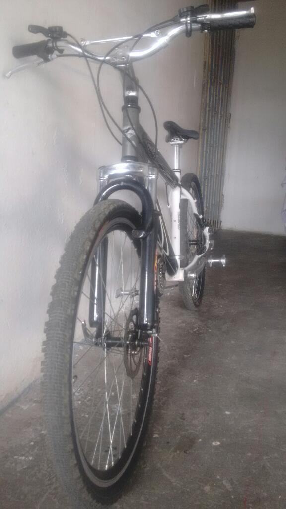 Bicicleta en Aluminio con Papeles