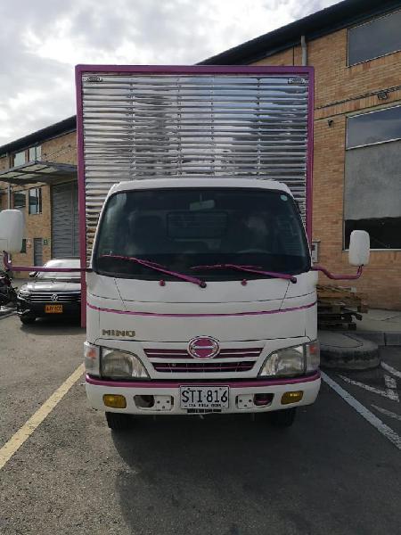 Camión Hino Modelo 2011 Furgón