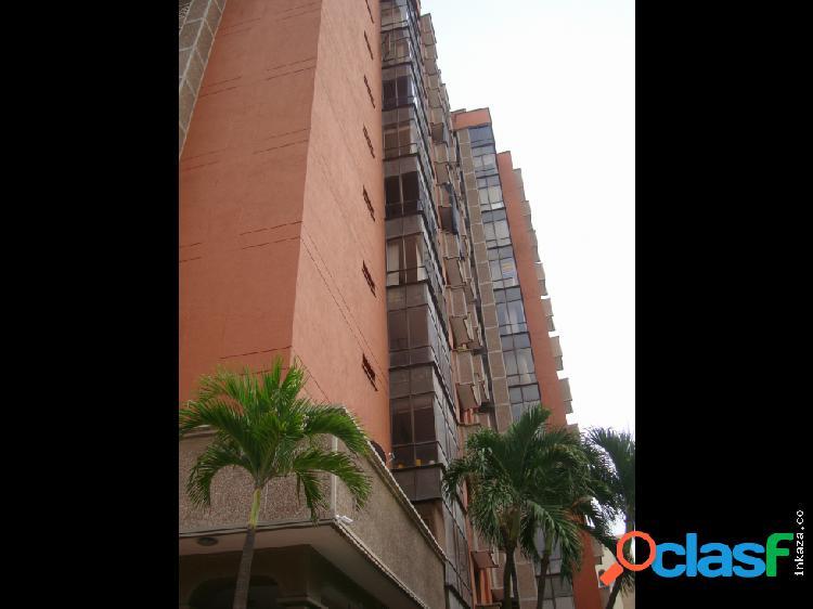 Apartamento con excelente ubicación Altoprado